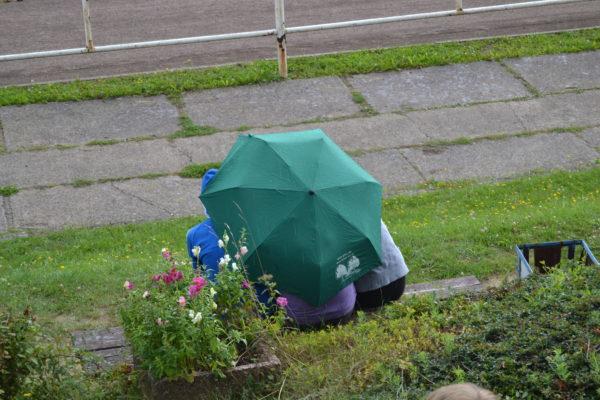Auch vom Regen ließen sich die Klassen nicht abschrecken