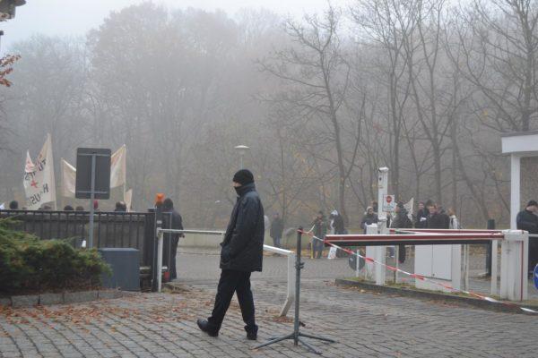 Demonstranten vor dem Landtag