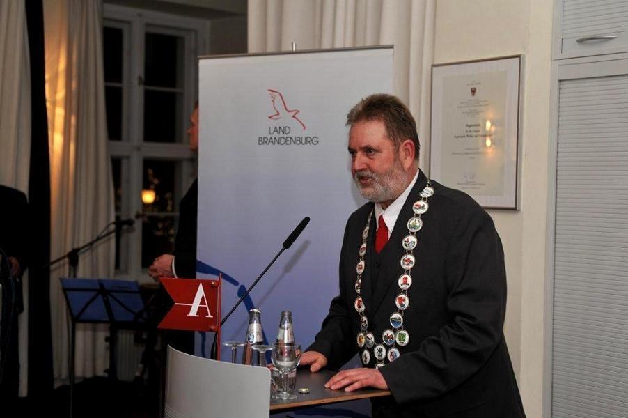 Herr krakow während seiner Rede