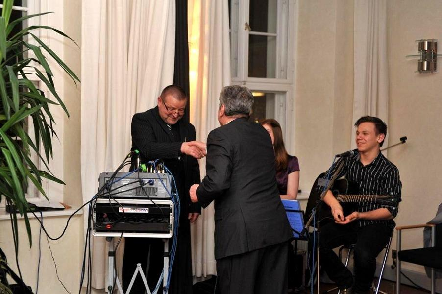 Julia Schüler und Janó Schmidt unterstützten den Abend musikalisch - Herr Gauck bedankt sich