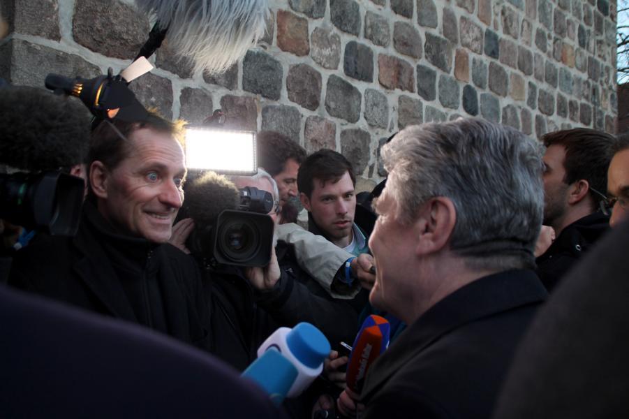 Herr Gauck während eines Interviews