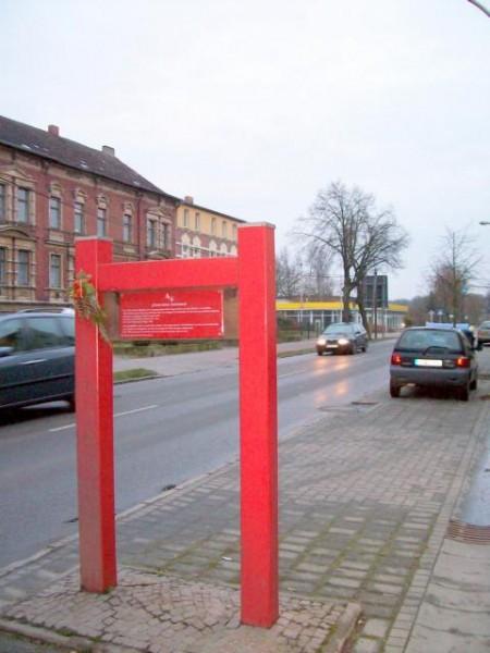 Eingang zum ehemaligen jüdischen Friedhof in der Puschkinallee 3-4