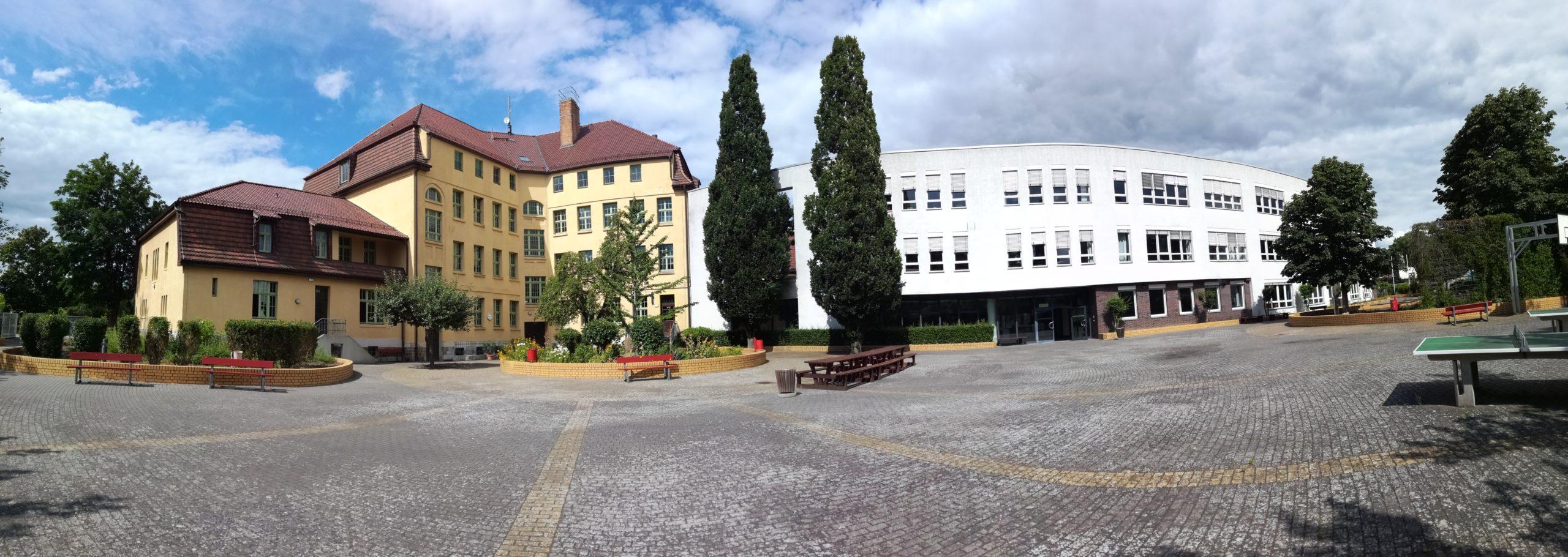 Schulhof-Panorama